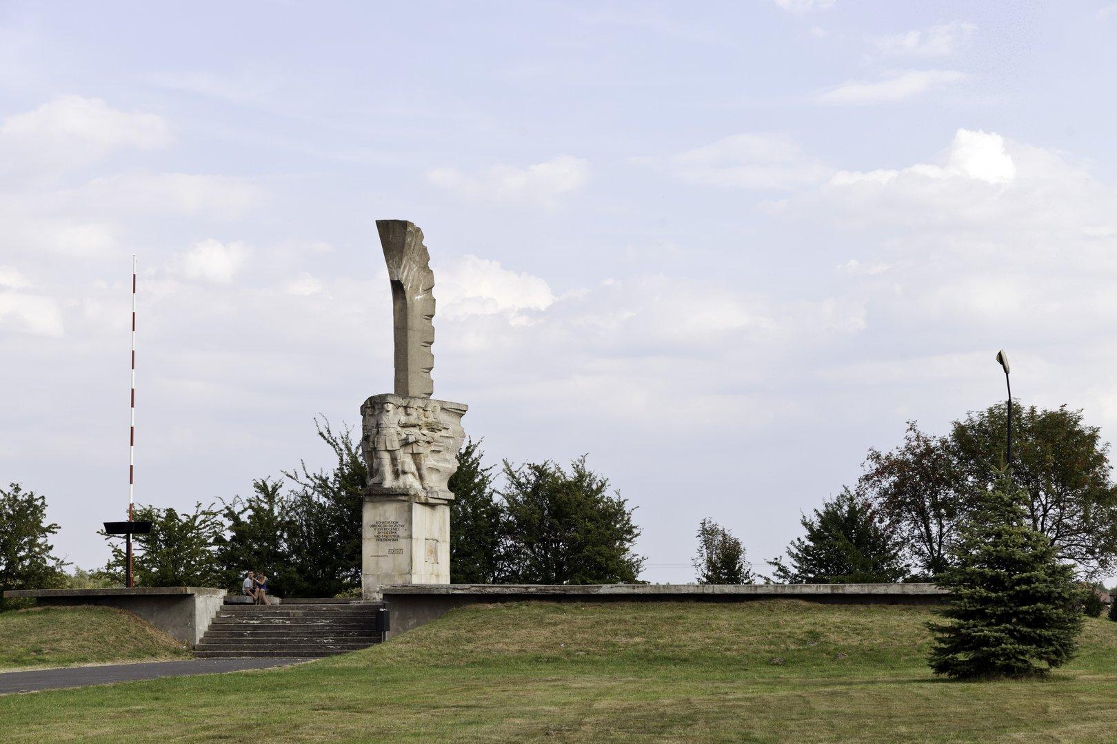 Denkmal der Schlacht bei Mokra - Haupt-Service